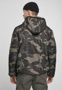 Brandit - Lehká bunda - darkcamo - 2