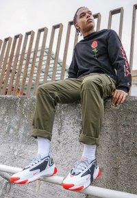 Nike Sportswear - ZOOM  - Sneakers - white/infrared 23/wolf grey/black - 7