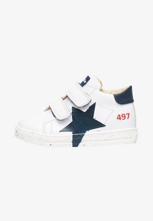 SALAZAR MIT PRINTMOTIV-HE - Baby shoes - weiß