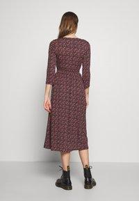 ONLY - ONLPELLA DRESS - Denní šaty - black/route ditsy - 2