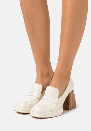 Høye hæler - panna