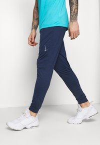 Nike Performance - PANT DRY YOGA - Pantalones deportivos - midnight navy/dark obsidian/gray