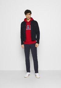 GAP - ARCH  - Bluza z kapturem - lasalle red - 1