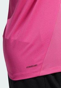 adidas Performance - AERO3S PB TRAINING WORKOUT DESIGNED4TRAINING AEROREADY PRIMEBLUE T-SHIRT SLIM - Koszulka sportowa - pink - 6