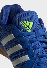 adidas Performance - TOP SALA UNISEX - Indoor football boots - globlue/white/royalblue - 8