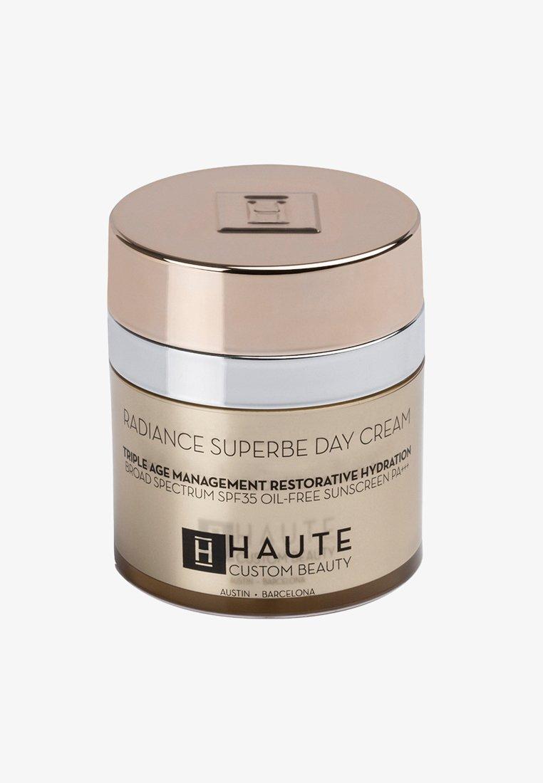 Haute Custom Beauty - RADIANCE SUPERBE SUPREME DAY CREAM 50ML - Tinted moisturiser - neutral bronze