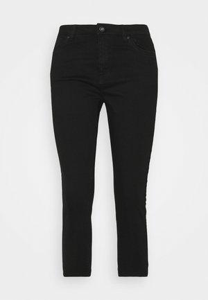 SKINNY CAPRI - Pantaloni - black