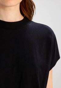 Weekday - PRIME - Basic T-shirt - black - 3