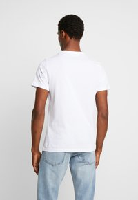 Pier One - T-shirt con stampa - white - 2