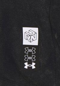Under Armour - RUN ANYWHERE SHORT SLEEVE - Print T-shirt - black - 6