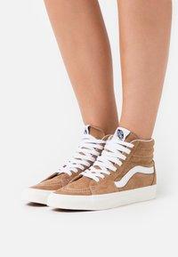 Vans - SK8-HI - Skate shoes - brown sugar/snow white - 0