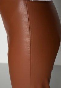 Soaked in Luxury - KAYLEE KICKFLARE PANTS - Pantalon classique - rubber - 5