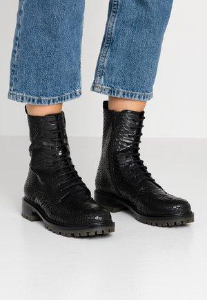 Šněrovací kotníkové boty - nilo nero