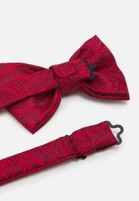 Burton Menswear London - PAISLEY BOWTIE AND HANKIE SET - Rusetti - red - 4