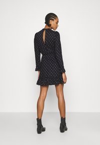 Miss Selfridge - DITSY SMOCK DRESS - Denní šaty - black - 2