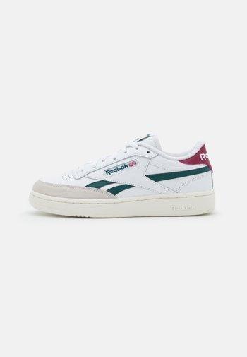 CLUB C REVENGE - Sneakers basse - footwear white/midnight pine/punch berry