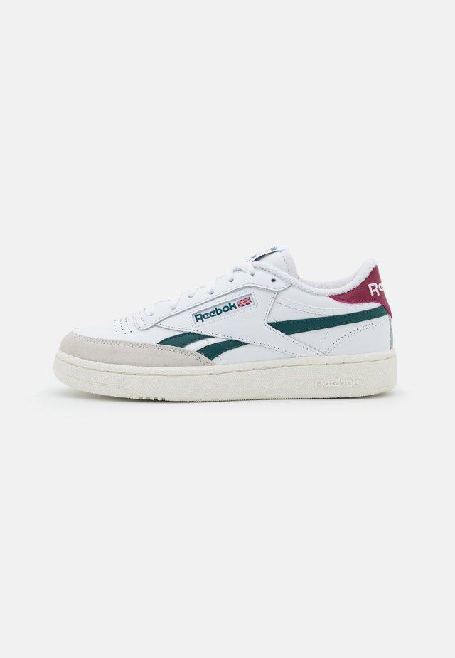 CLUB C REVENGE - Sneakers laag - footwear white/midnight pine/punch berry