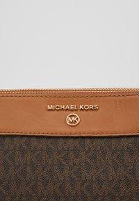 MICHAEL Michael Kors - SUSAN  - Kabelka - brown - 5