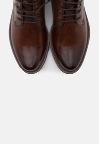 Everybody - NELLY - Botines con cordones - gianduia - 5