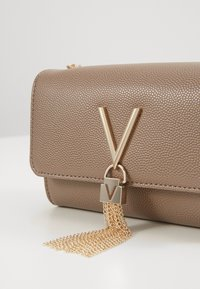 Valentino by Mario Valentino - DIVINA  - Across body bag - taupe - 4