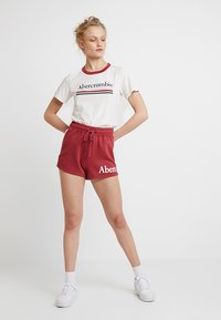 Abercrombie & Fitch - SUMMER - Shorts - red - 1