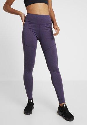 AMANDOS - Legginsy - dark purple