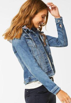 MIT SWEAT-KAPUZE - Denim jacket - blau