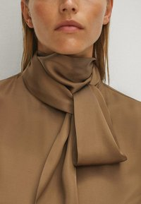 Massimo Dutti - WITH TIE DETAIL - Blouse - brown - 5