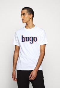 HUGO - DONTROL - T-shirt imprimé - white - 0