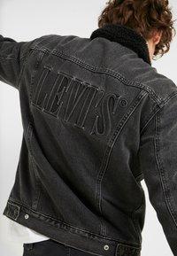 Levi's® - TYPE 3 SHERPA TRUCKER - Denim jacket - black denim - 5