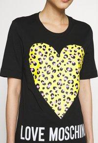 Love Moschino - T-shirt z nadrukiem - black - 5