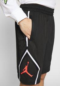 Jordan - DIAMOND - Shorts - black/infrared - 4