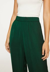 OYSHO - Tygbyxor - evergreen - 4