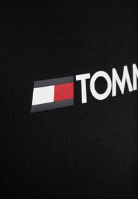 Tommy Sport - TEE CHEST LOGO - Print T-shirt - black - 5