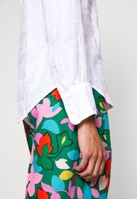 J.CREW - PERFECT IN BAIRD - Button-down blouse - white - 4