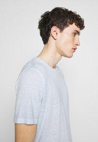 120% Lino - T-shirt basique - pacific blue soft fade - 3