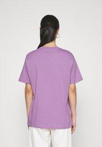 Nike Sportswear - T-shirts med print - violet shock - 2