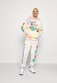 Tommy Jeans - LUV THE WORLD HOODIE UNISEX - Sweatshirt - multi-coloured - 1