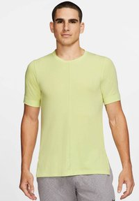 Nike Performance - SHORT SLEEVE - Basic T-shirt - limette - 0