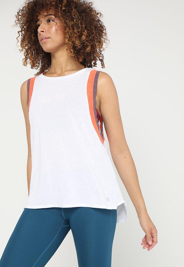 GEL COOL TANK - Koszulka sportowa - brilliant white/nova orange