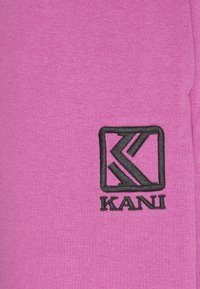 Karl Kani - PANTS UNISEX - Tracksuit bottoms - light purple - 2