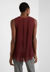 Club Monaco - PLEATED SWING TOP - Blouse - currant - 2