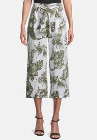 Betty Barclay - MIT BUNDFALTEN - Trousers - white/green - 0