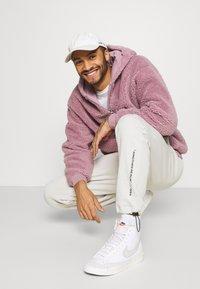 Topman - DUSTY BORG HOOD - Sweater - lilac - 3