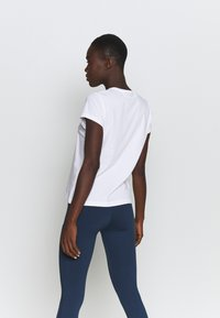 Peak Performance - ORIGINAL TEE - Print T-shirt - white - 2