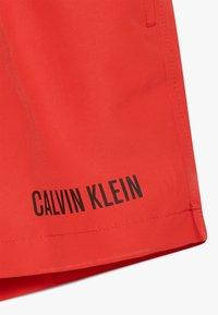 Calvin Klein Swimwear - MEDIUM WAISTBAND DRAWSTRING INTENSE POWER - Badeshorts - red - 4
