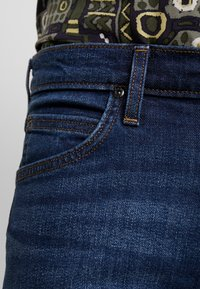 Lee - LUKE - Jeansy Slim Fit - DARK DIAMOND - 5