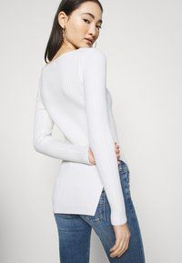 NA-KD - CUT OUT - Jumper - off white - 3