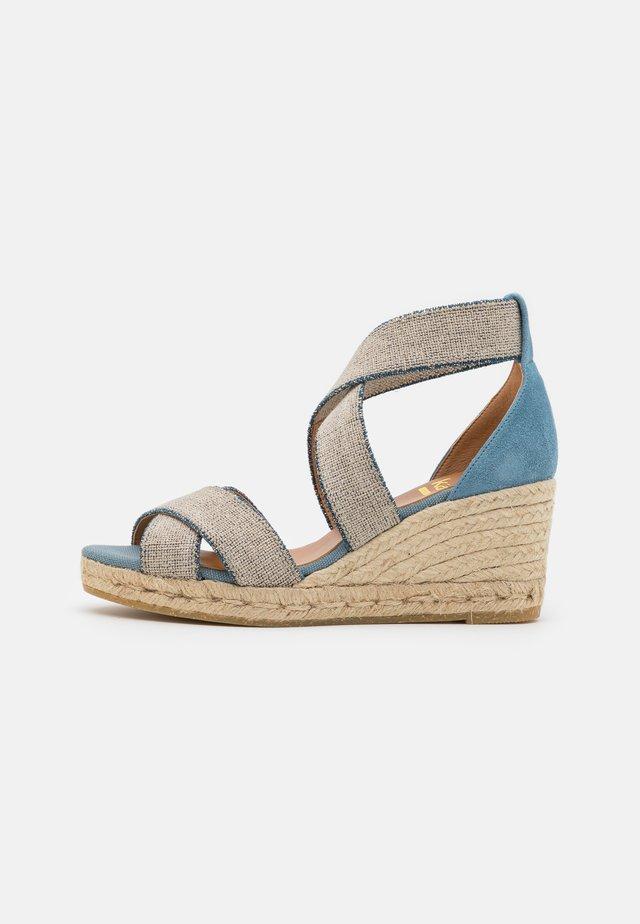 LAURA - Korkeakorkoiset sandaalit - blau