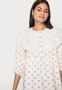 Love Copenhagen - DOTTA DRESS - Skjortekjole - white - 3